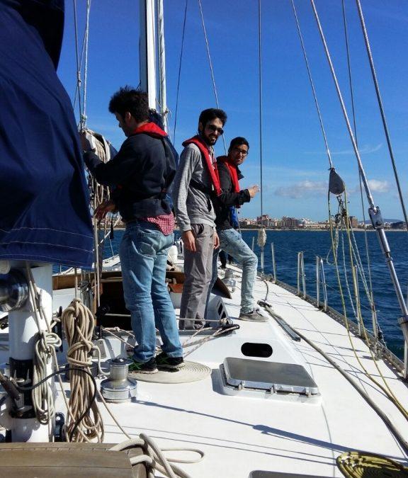 Un grupo de jóvenes del programa PICE se forma en el mundo de la náutica con  Joves Navegants